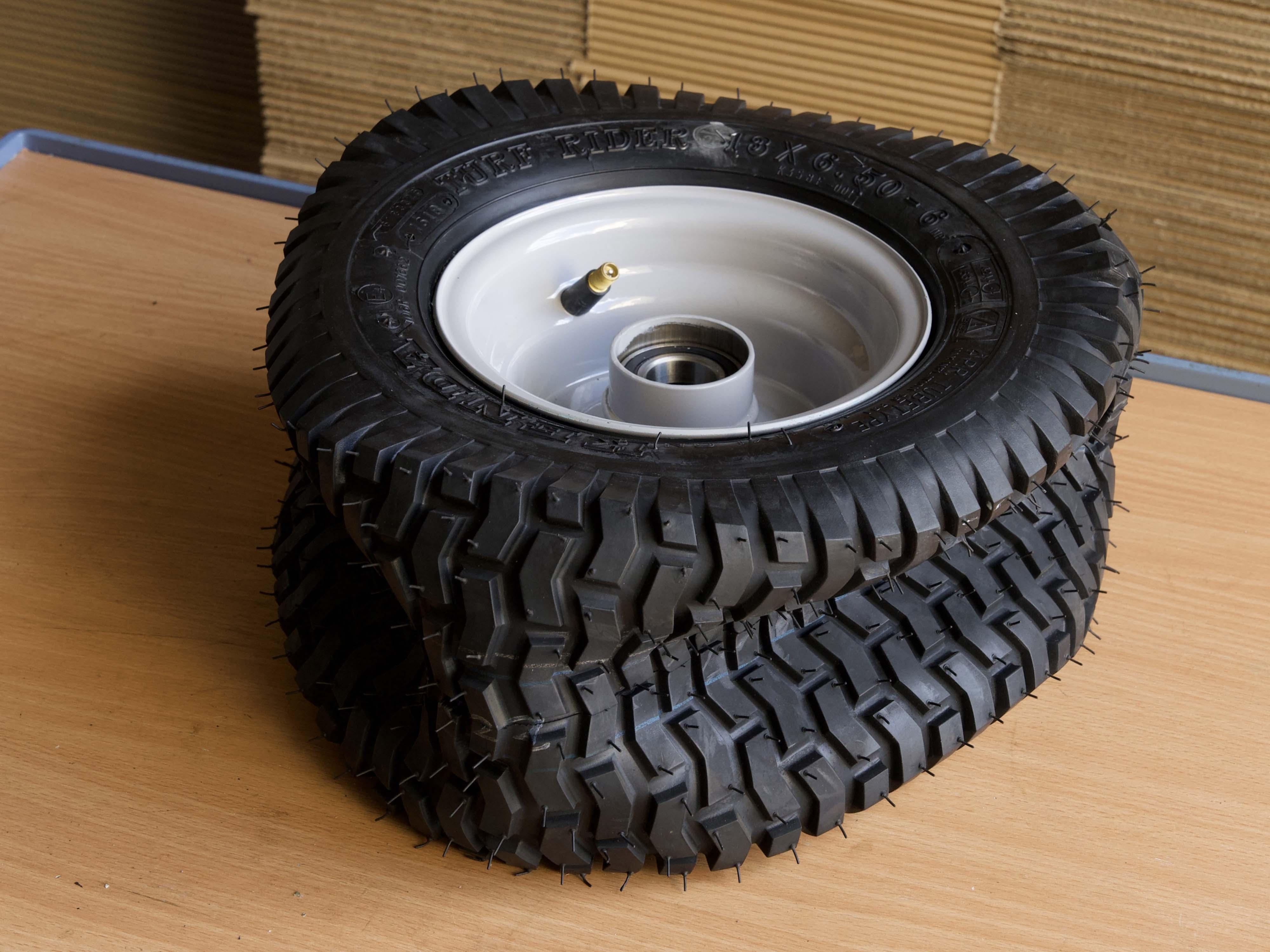 Reifen auf Felge montiert, ohne Luft