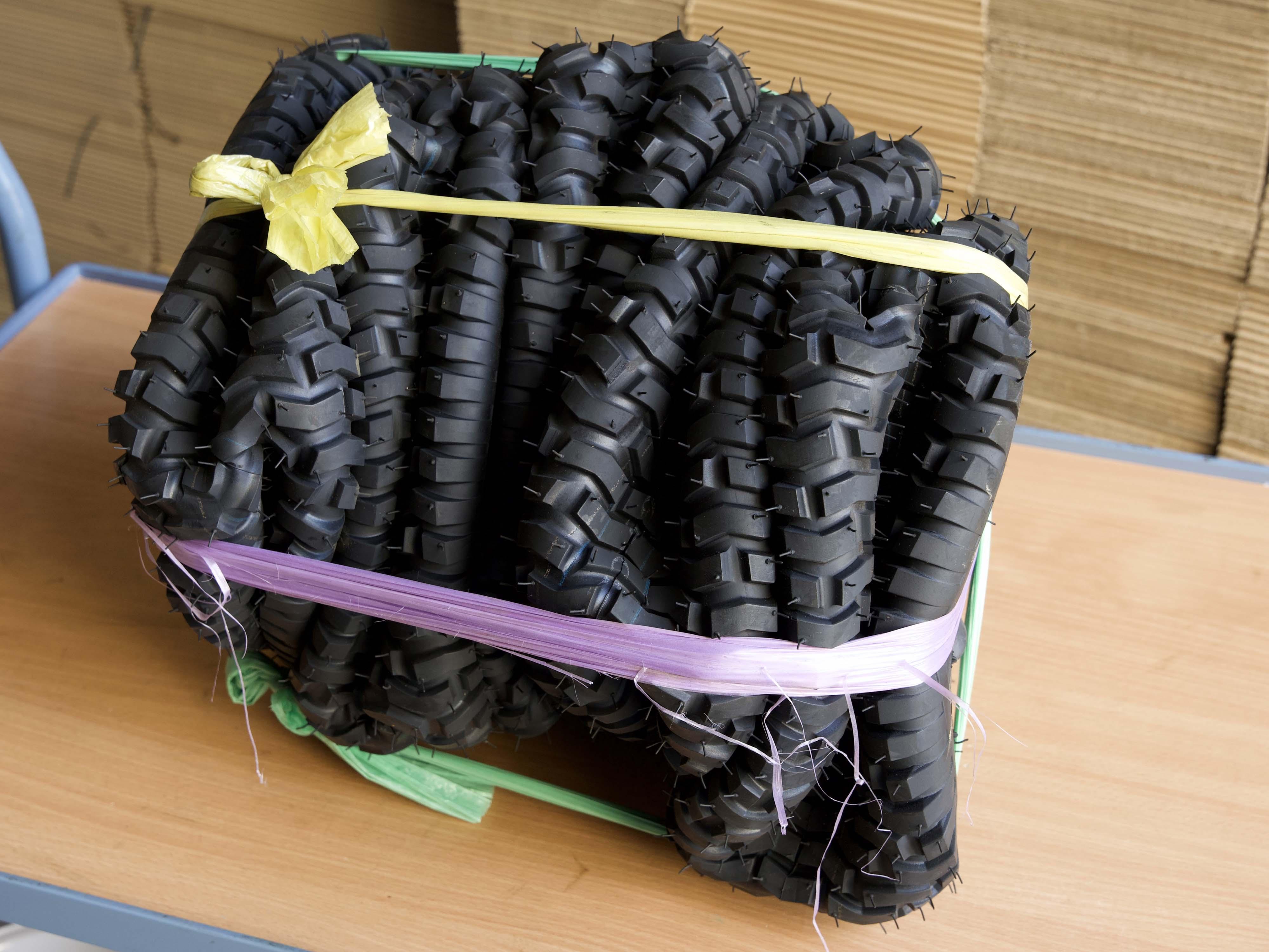 Reifenbündel geschnürt